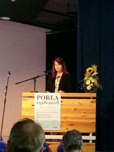 Johanna Karimäki pitämässä puhettaan.